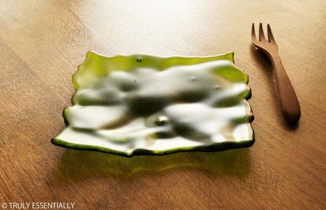 透明ガラスのトレイ - 「みどりのガラス」● 13cm・緑・艶消しの画像1枚目