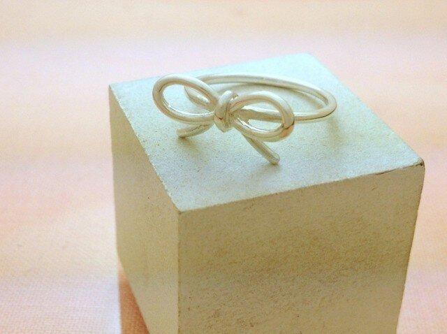 リボンの指輪の画像1枚目
