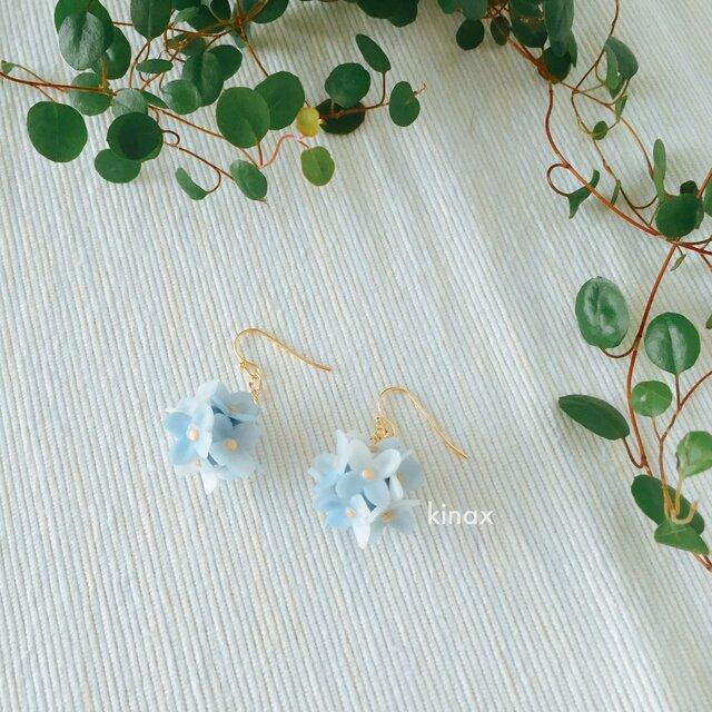 紫陽花のピアス ブルー系の画像1枚目