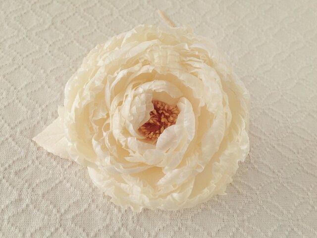 染め花のバラコサージュ(大輪・オフホワイト)の画像1枚目