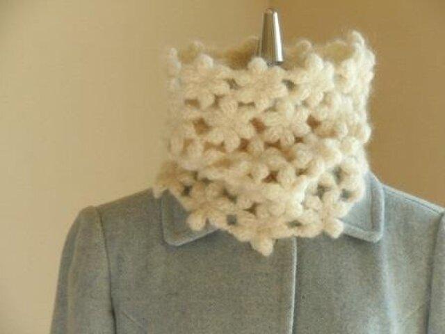ウールモヘアのふわふわ花のネックウォーマー*白の画像1枚目