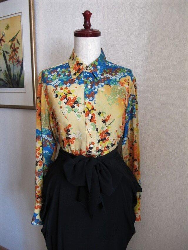 日本画のようなプリント地のシルクのシャツの画像1枚目