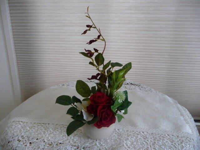 完売 白バラ赤バラのアレンジの画像1枚目