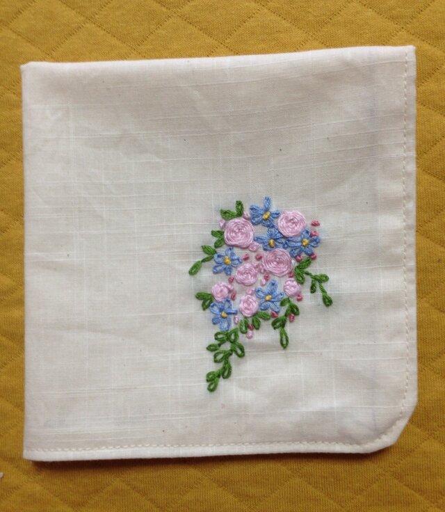コットンの刺繍ハンカチ☆薔薇の花束の画像1枚目