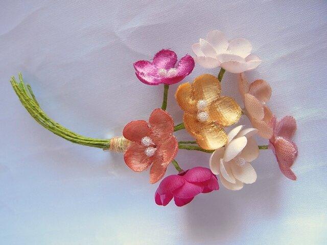 春色の梅小花コサージュ(ピンク濃淡×オレンジ×生成系)の画像1枚目