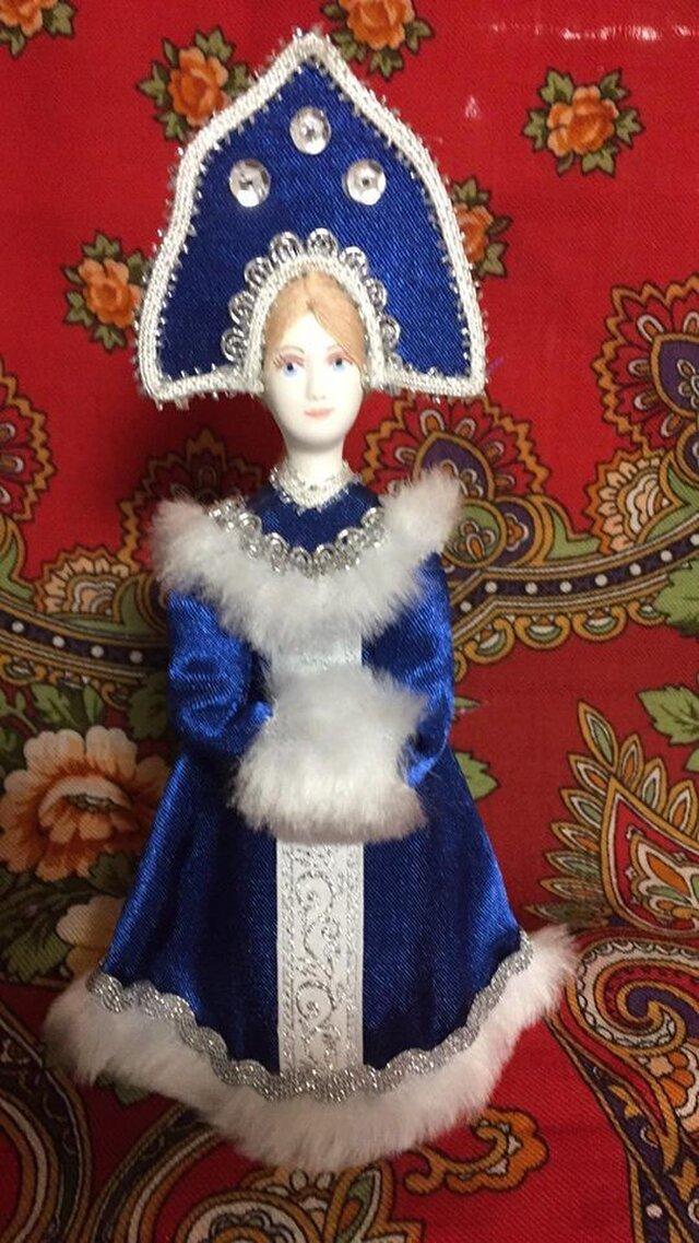 民族衣装を着た女の子のロシア人形(小)6の画像1枚目