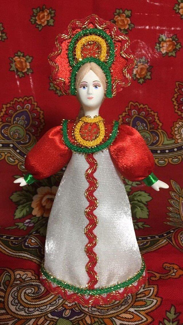 民族衣装を着た女の子のロシア人形(小)9の画像1枚目