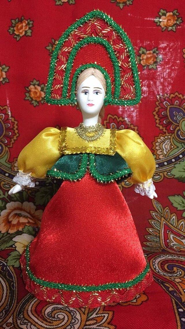 民族衣装を着た女の子のロシア人形(小)20の画像1枚目