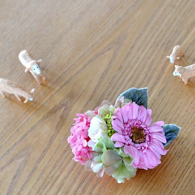 【ベビーピンクグリーン】 プリザーブドフラワー コサージュ ガーベラ 結婚式 発表会 卒業式 入学式 ヘッドドレス 七五三の画像1枚目