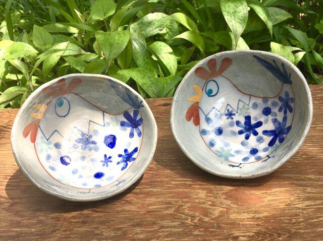 再出品 青い花の咲くニワトリご飯茶碗の画像1枚目