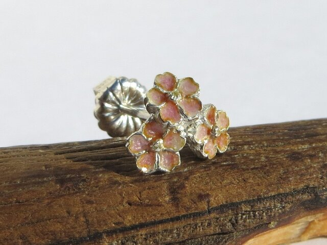 小さな桜のピアス 片耳の画像1枚目