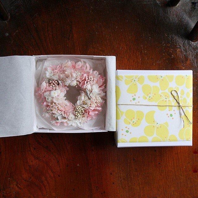 プリザーブドフラワーのちっちゃなリース(ピンク&ホワイト お箱入り)の画像1枚目
