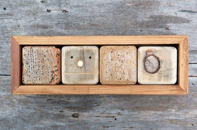 「ロボ頭」入り流木で作った積み木(小箱)001の画像1枚目