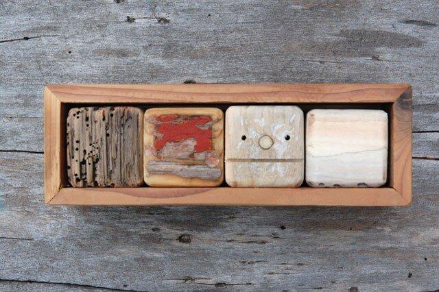 「ロボ頭」入り流木で作った積み木(小箱)003の画像1枚目