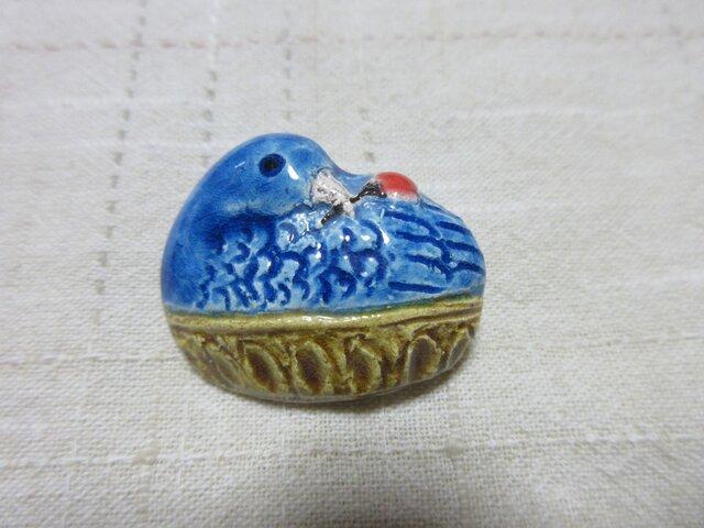 再出品 陶 花喰い鳥 ブローチの画像1枚目