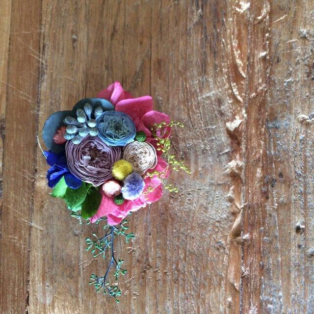 つぶつぶ小花のコサージュの画像1枚目