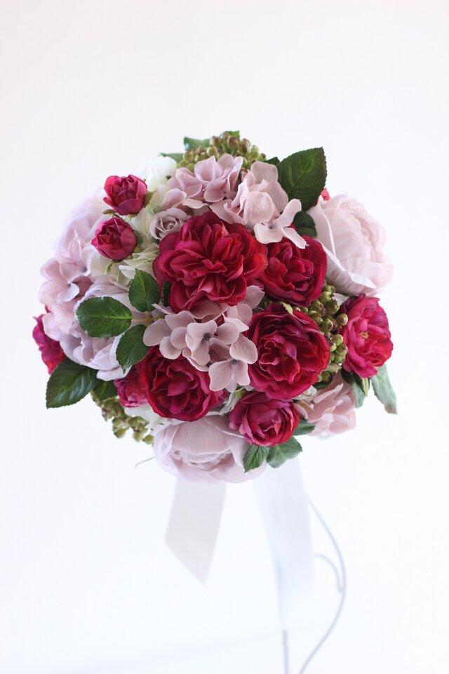 ピンクのバラのラウンドブーケ ブートニア付きの画像1枚目
