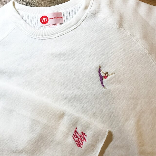 YOGA 刺繍 カットオフクルーネックスウェットの画像1枚目