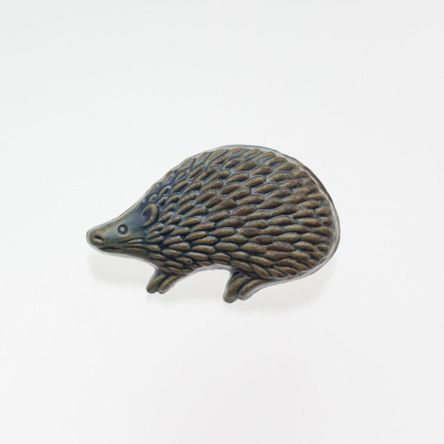 陶器ブローチ (凸)ハリネズミ(サビ青)の画像1枚目