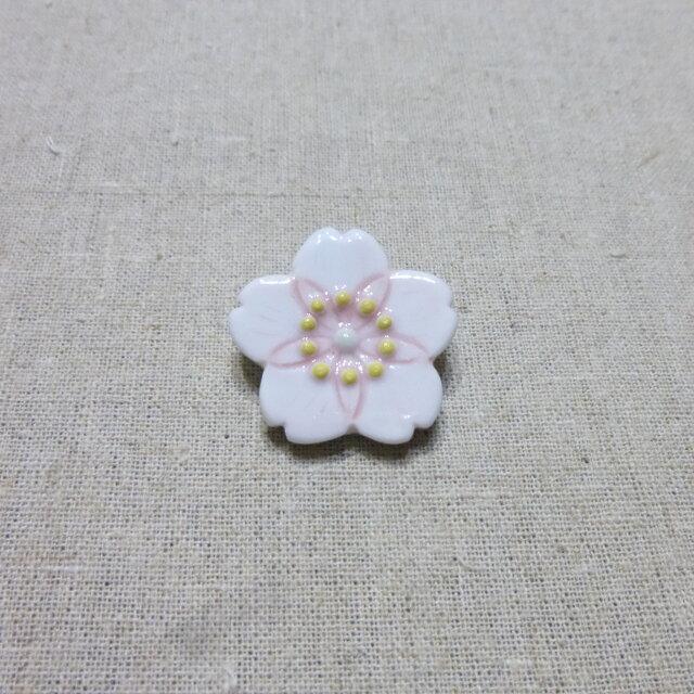 桜ブローチの画像1枚目