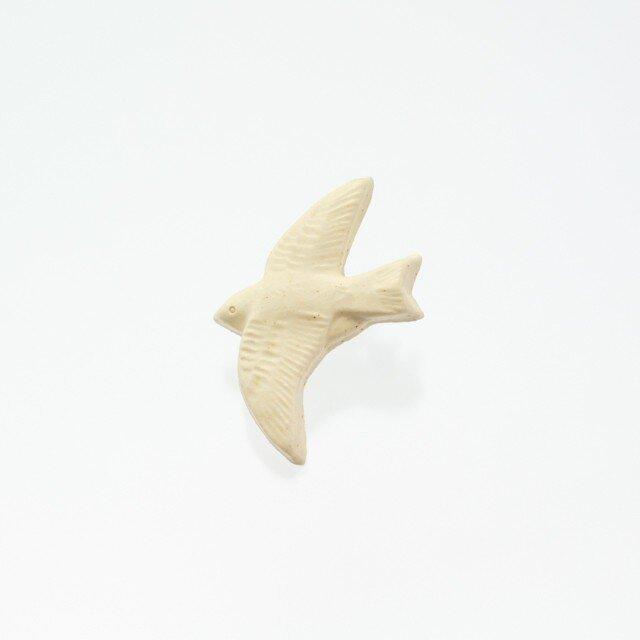 陶器ブローチ ツバメ(生成り)の画像1枚目