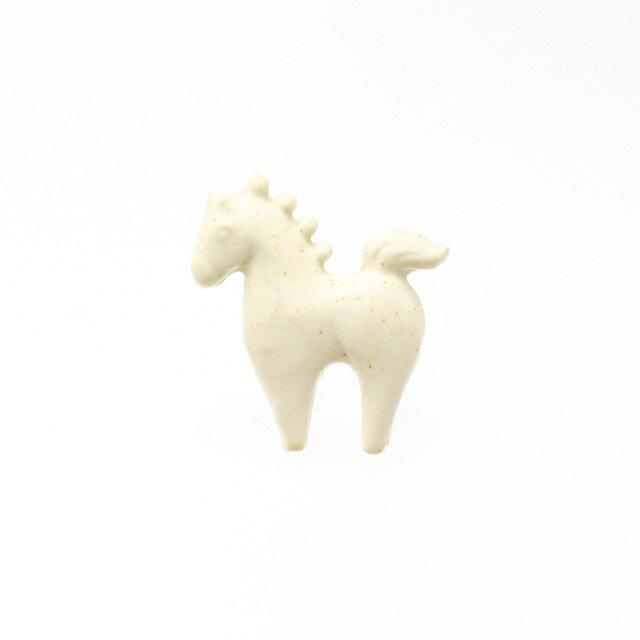 陶器ブローチ ウマ(生成り)の画像1枚目