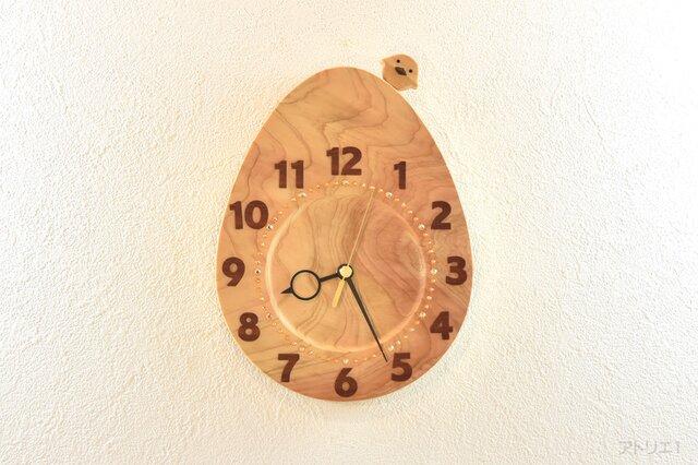 檜で作った卵の形の掛け時計(ヒヨコのおまけ付き)の画像1枚目
