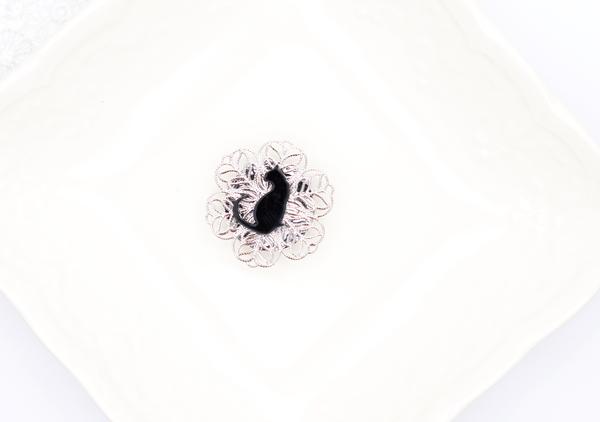 黒猫のシンプルシルバー帯留めの画像1枚目