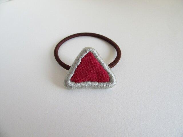 『ふちどり刺繍の三角』ヘアゴムの画像1枚目