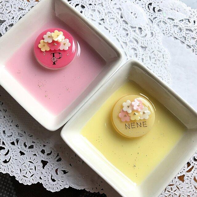 選べる2種類♪名前入り☆flowerブーケケーキのアクセサリートレイの画像1枚目