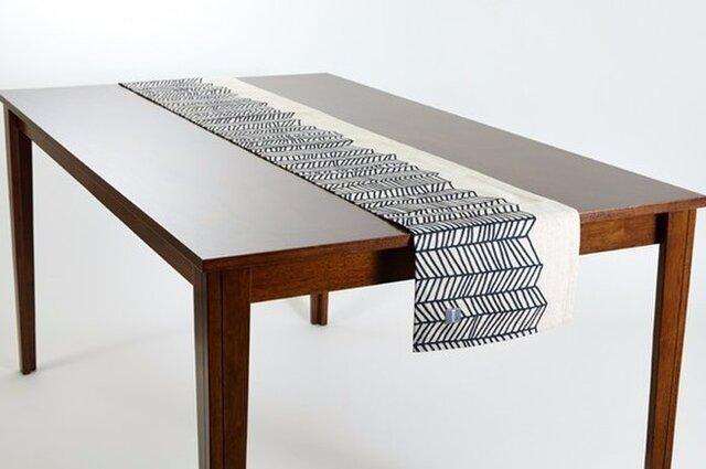 テーブルランナー 北欧 ブラックホワイトウェーブ 天然リネン 183×30cm jubileetabletrlmp001の画像1枚目