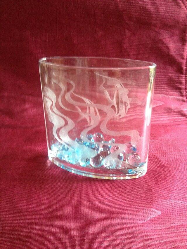 エンゼルフィッシュの花器 〜手彫りガラス〜の画像1枚目