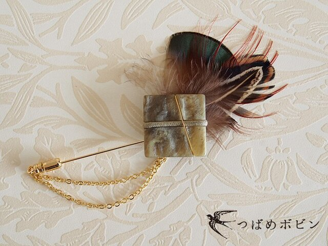 ヴィンテージボタンと羽根のハットピン(G)【送料無料】の画像1枚目