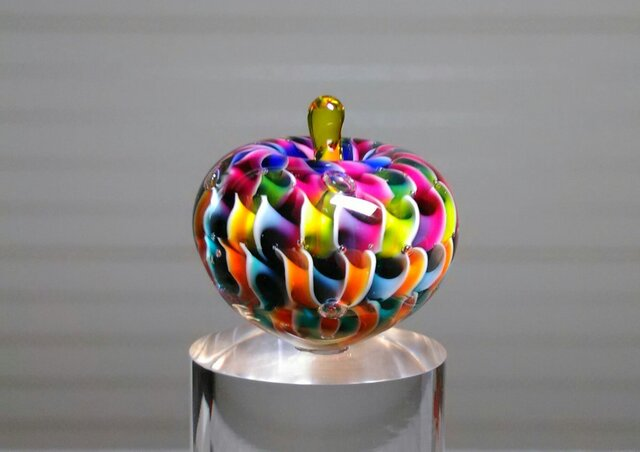 虹色りんごの画像1枚目