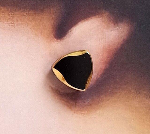 再3:黒ガラス三角ピアス<ゴールド>の画像1枚目