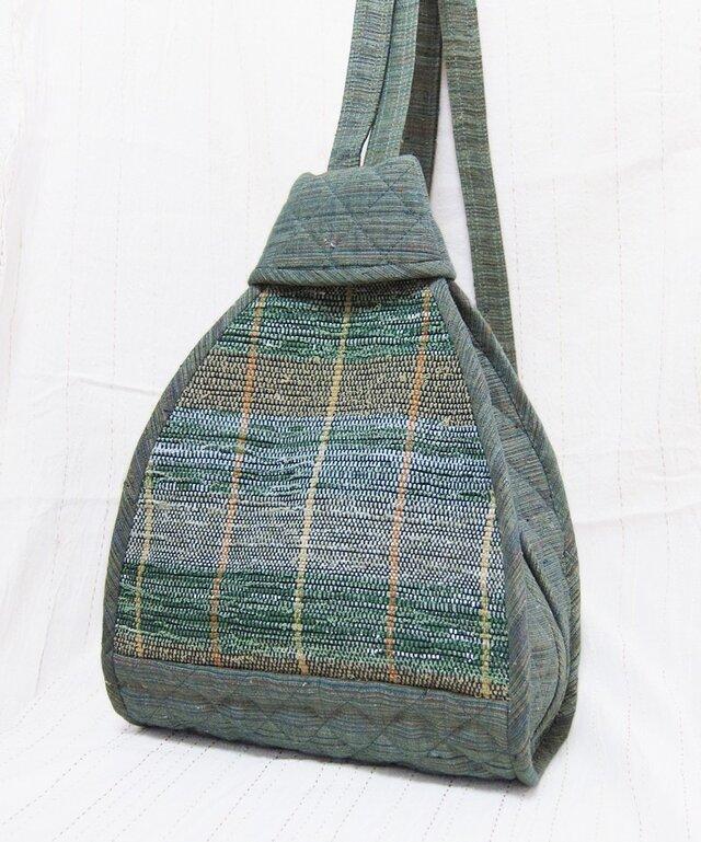 裂き織りと紬の三角リュック(青緑)の画像1枚目