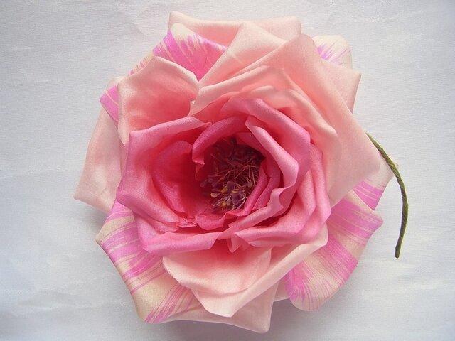 クラシカルなシルクのバラコサージュ(花芯薄紫色)の画像1枚目