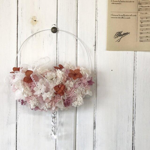 .リボンとお花のハーフムーン*リースの画像1枚目