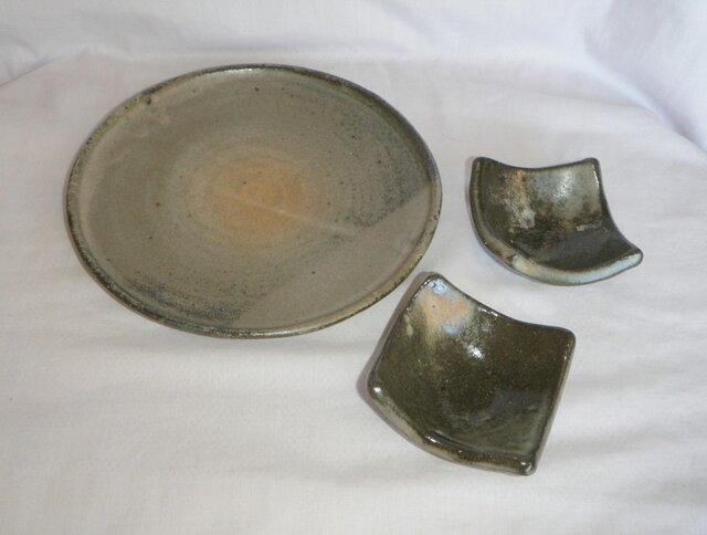 セットでお得!丸皿&2角小皿(N-125)の画像1枚目