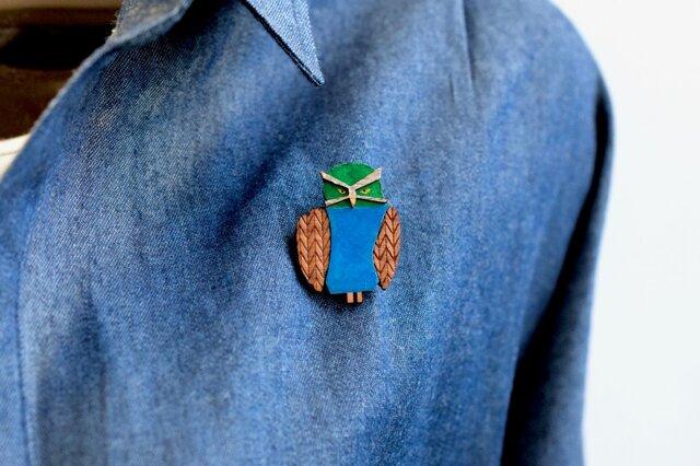 メガネフクロウの木製ブローチの画像1枚目