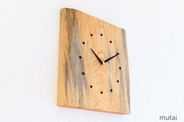 アカマツの耳付き板の時計 1の画像1枚目