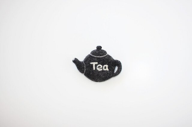 Tea pot brooch・BK(Wonderland展より)の画像1枚目