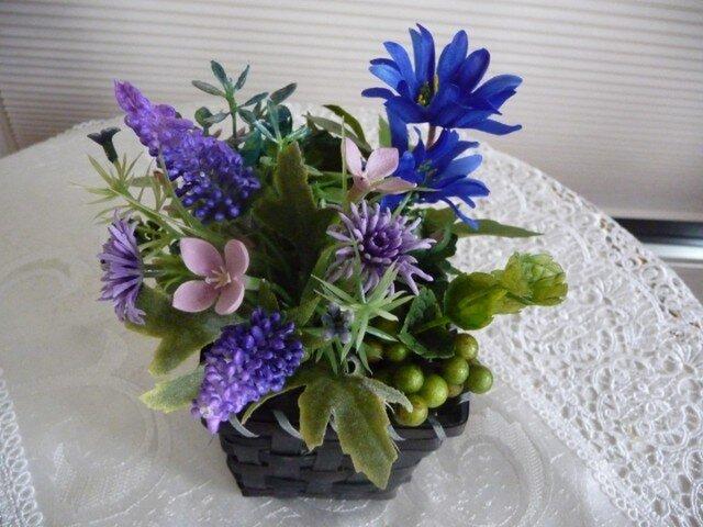 完売 ブルーとパープルの花かごの画像1枚目