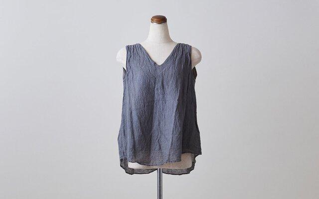 enrica linen nosleeve grey / botanical dyeの画像1枚目