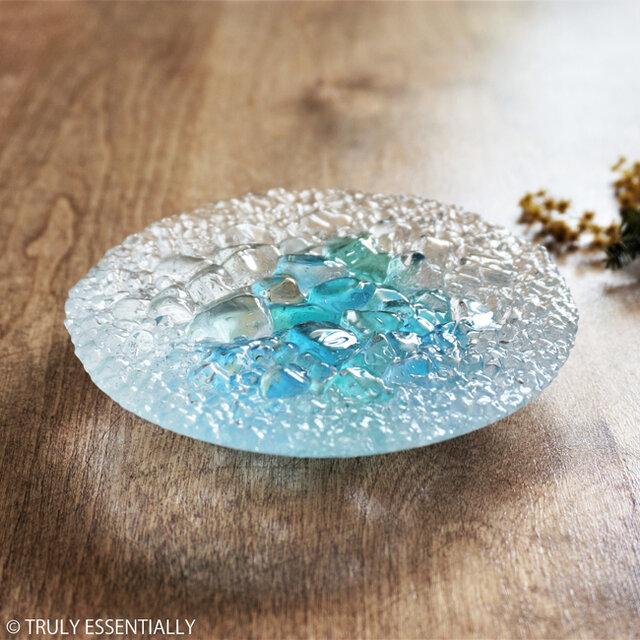 ガラスのアクセサリートレイ -「 KAKERAの光 」 ● ターコイズブルー・12cmの画像1枚目