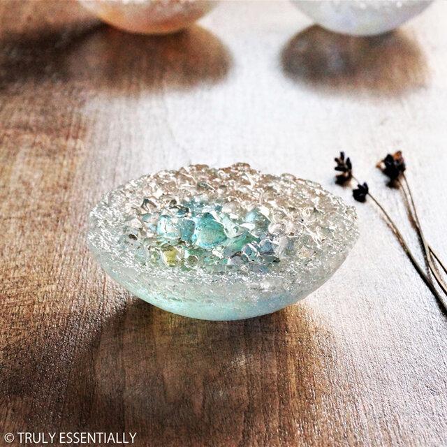 ガラスのアクセサリートレイ -「 KAKERAの光 」 ● ターコイズブルー・9cmの画像1枚目