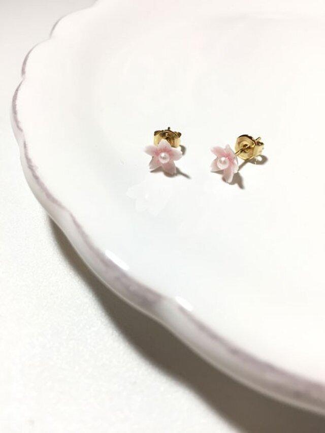 小さな桜ピアスの画像1枚目