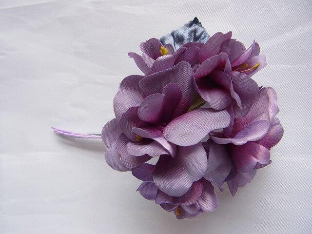 八重のアジサイ風コサージュ(紫濃淡)の画像1枚目