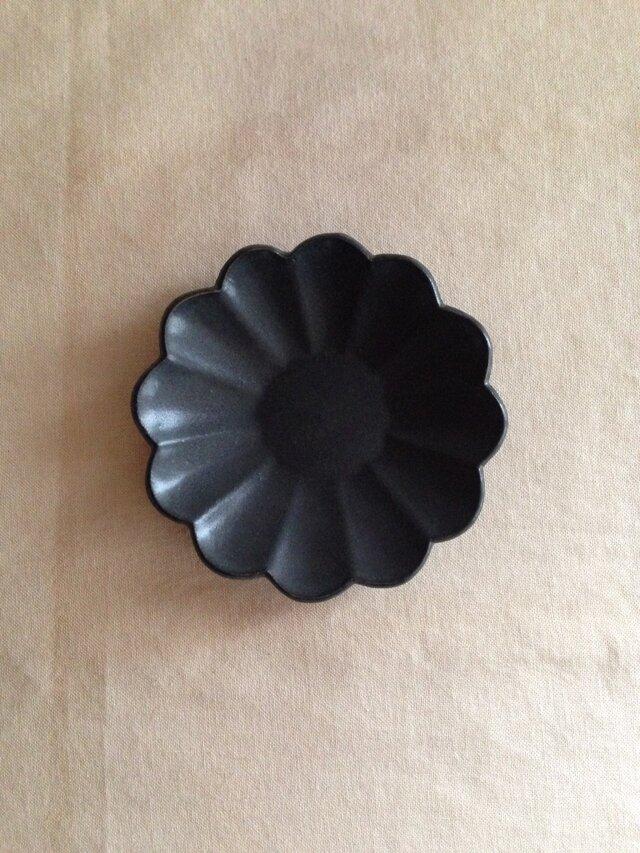 輪花小皿 黒の画像1枚目