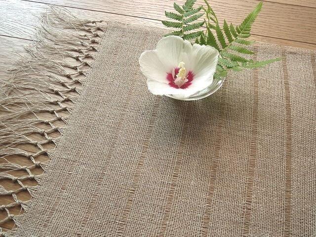 生成りの麻の手織りテーブルセンター(1)の画像1枚目